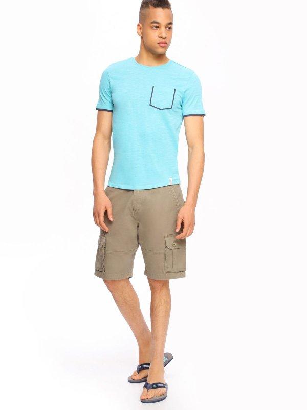 ШортыSSZ0732GRСтильные шорты Top Secret, изготовленные из натурального хлопка, подойдут любому мужчине, который ценит комфорт и оригинальность. Шорты на талии застегиваются на пластиковую пуговицу, также имеются ширинка на застежках-пуговицах и шлевки для ремня. С внутренней стороны на талии имеется скрытый шнурок. Модель спереди дополнена двумя втачными карманами, а сзади - двумя прорезными карманами с клапанами на пуговицах. Также по бокам предусмотрены вместительные накладные карманы с клапанами на застежках-пуговицах.