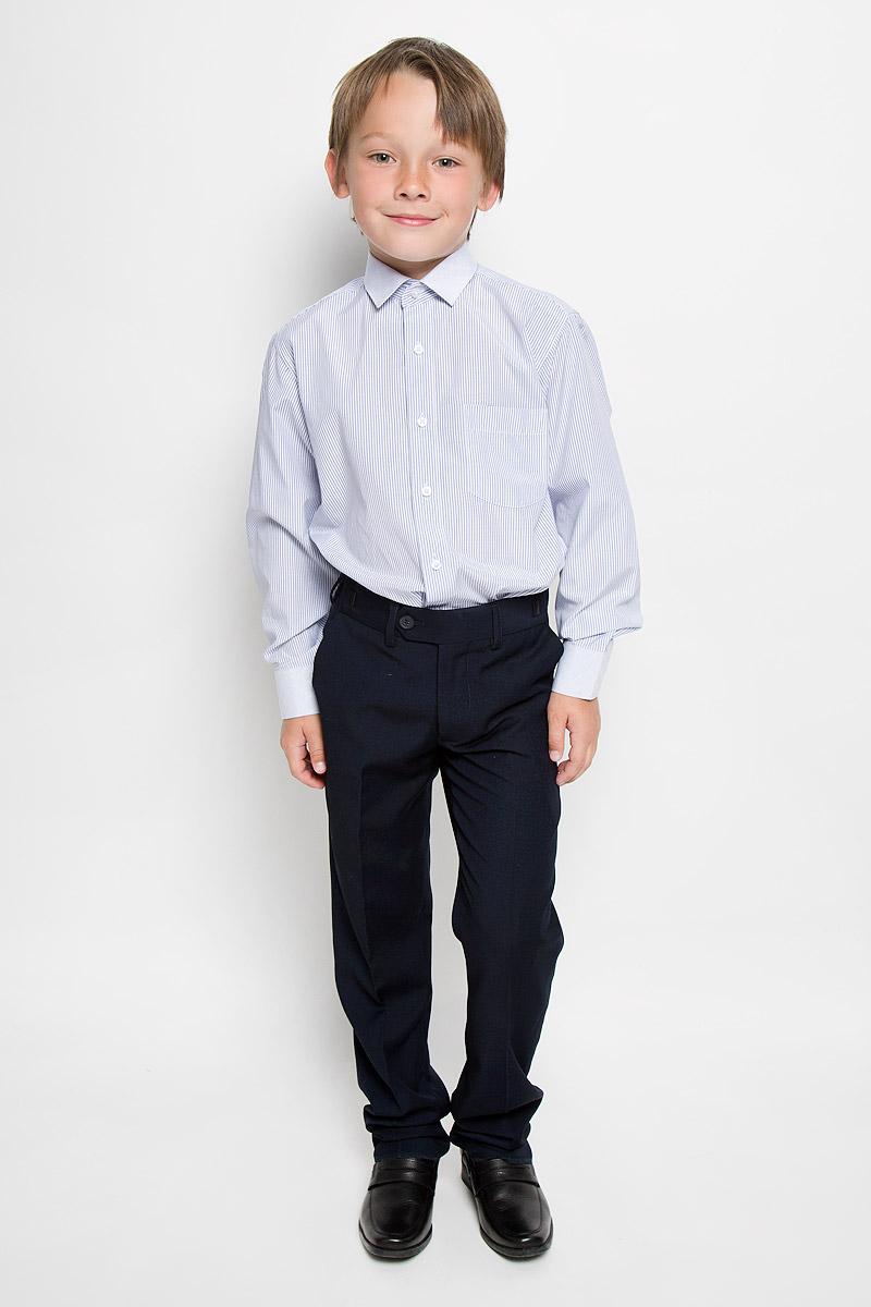 Рубашка для мальчика Tsarevich, цвет: белый, синий. Lab 38. Размер 32/134-140Lab 38Рубашка для мальчика Tsarevich отлично сочетается как с джинсами, так и с классическими брюками. Она выполнена из хлопка с добавлением полиэстера. Материал изделия мягкий и приятный на ощупь, не сковывает движения и обладает высокими дышащими свойствами.Рубашка прямого кроя с длинными рукавами и отложным воротником застегивается на пуговицы по всей длине. Манжеты рукавов также имеют застежки-пуговицы. На груди расположен накладной карман. Оформлена модель принтом в полоску. Такая рубашка займет достойное место в детском гардеробе, в ней ребенку будет удобно и комфортно.