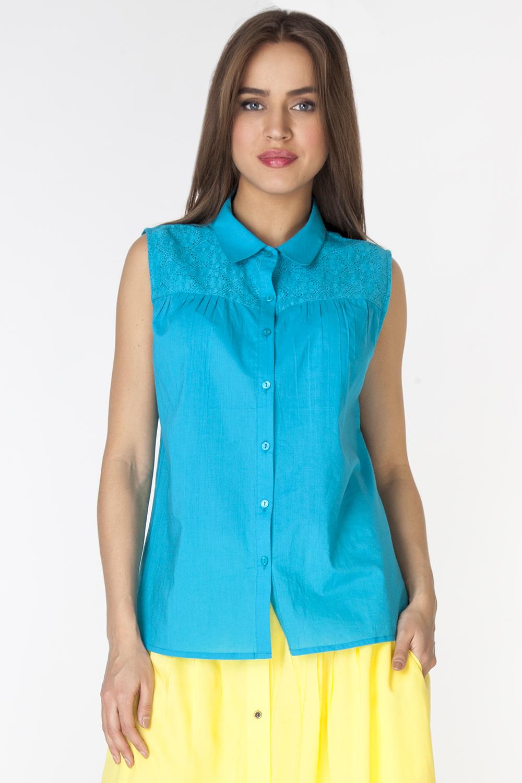 БлузкаL3257Комфортная блузка из тонкой хлопковой ткани без рукавов и с отложным воротником застегивается на пуговицы спереди. Модель полуприлегающего силуэта с кружевной кокеткой по полочке и спинке.