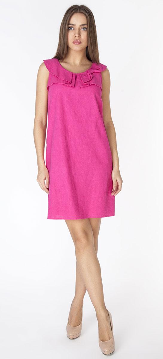 ПлатьеD3261Платье полуприлегающего силуэта из ткани со льном, без рукавов, с застежкой на молнию на спинке. Горловина украшена фигурными складками в виде банта.