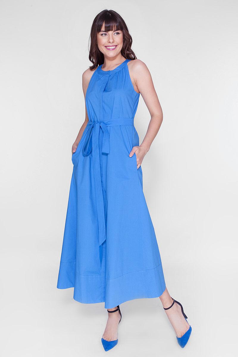 ПлатьеD15-446Элегантное длинное платье из хлопка с американской проймой и поясом. Платье с карманами в боковых швах и застёжкой на пуговицы.