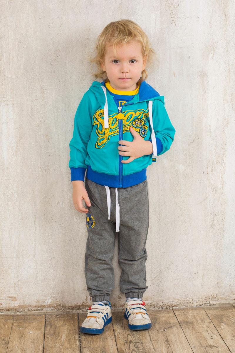 OZON.ru196122Спортивный костюм для мальчика Sweet Berry Baby, состоящий из толстовки и брюк, идеально подойдет вашему маленькому моднику и станет отличным дополнением к его гардеробу. Изготовленный из эластичного хлопка, он необычайно мягкий и приятный на ощупь, не сковывает движения и позволяет коже дышать, обеспечивая наибольший комфорт. Толстовка с капюшоном и длинными рукавами застегивается на пластиковую молнию. Капюшон с трикотажной подкладкой дополнен затягивающимся шнурком по краю. По низу изделия проходит широкая трикотажная резинка, а на рукавах имеются трикотажные манжеты, не стягивающие запястья. Толстовка оформлена яркой термоаппликацией с надписью, украшена нашивками. Спортивные брюки прямого кроя на поясе имеют широкую эластичную резинку, регулируемую шнурком, благодаря чему они не сдавливают животик малыша и не сползают. Низ брючин присборен на мягкие резинки. Изделие оформлено принтом и надписями. В таком костюме ребенок будет чувствовать...