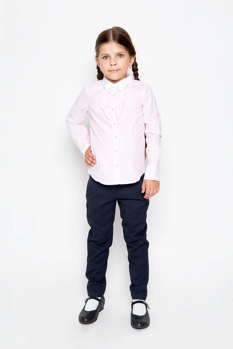 БлузкаB-612/005-6311Стильная приталенная блузка для девочки Sela идеально подойдет вашей дочурке. Изготовленная из натурального хлопка, она мягкая и приятная на ощупь, не сковывает движения и позволяет коже дышать, обеспечивая наибольший комфорт. Блузка с длинными рукавами и отложным воротничком застегивается на пластиковые пуговицы по всей длине. Рукава дополнены манжетами на пуговицах. Модель украшена оборками на груди и оформлена принтом в узкую полоску. Современный дизайн и расцветка делают эту блузку стильным предметом детского гардероба. Модель можно носить как с джинсами, так и с классическими брюками.