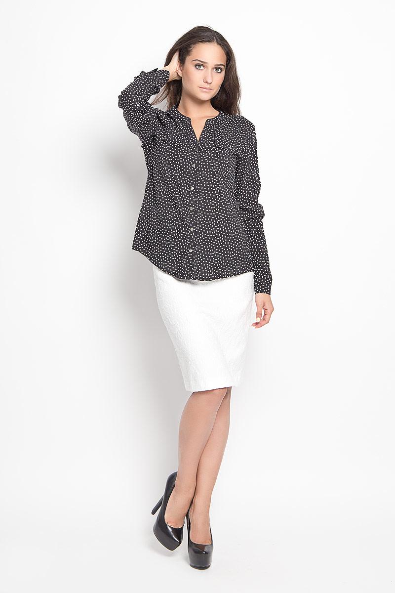 Блузка женская Sela Casual, цвет: черный, белый. B-112/1043-6391. Размер 42B-112/1043-6391Стильная женская блуза Sela, выполненная из 100% вискозы, подчеркнет ваш уникальный стиль и поможет создать оригинальный женственный образ.Модель с V-образным вырезом горловины и длинными рукавами застегивается на пуговицы по всей длине. Низ рукавов дополнен манжетами на пуговицах. Спереди блуза дополнена двумя накладными карманами с клапанами на пуговицах. Спинка модели немного удлинена. Изделие оформлено принтом в горох.Такая блузка будет дарить вам комфорт в течение всего дня и послужит замечательным дополнением к вашему гардеробу.