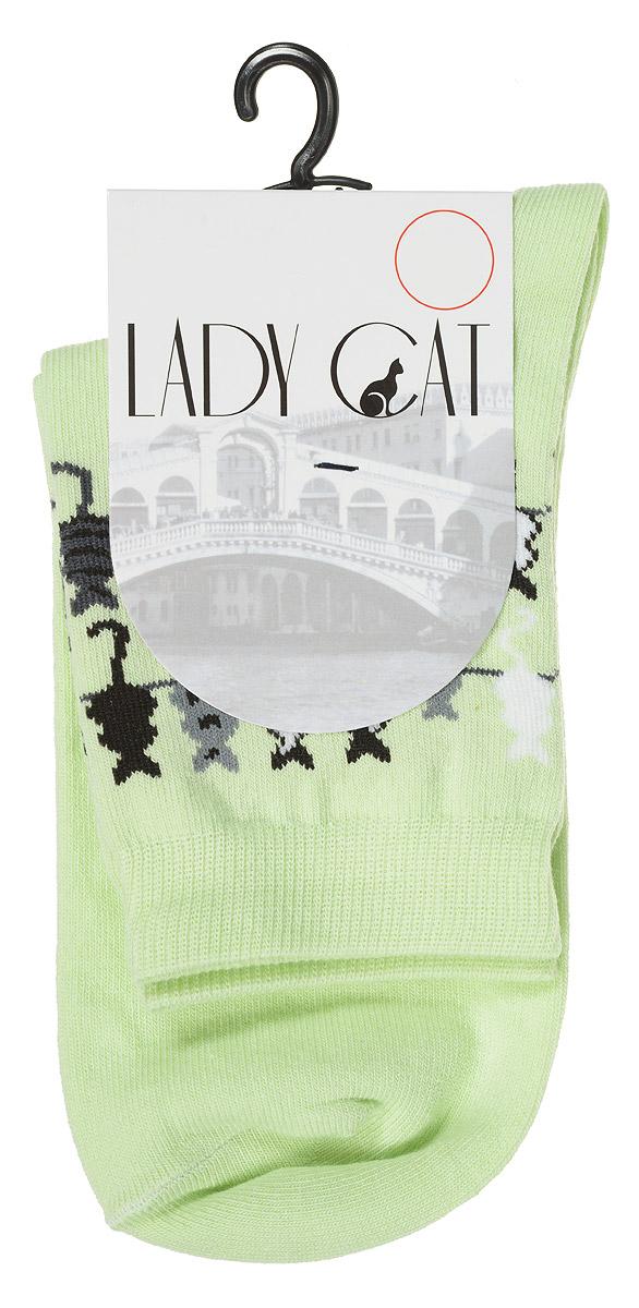 НоскиМ 3003Женские носки Lady Cat, изготовленные из высококачественного комбинированного материала, очень мягкие и приятные на ощупь, позволяют коже дышать. Эластичная резинка плотно облегает ногу, не сдавливая ее, обеспечивая комфорт и удобство. Носки со стандартным паголенком, который оформлен оригинальным принтом в виде кошечек. Удобные и комфортные носки великолепно подойдут к любой вашей обуви.