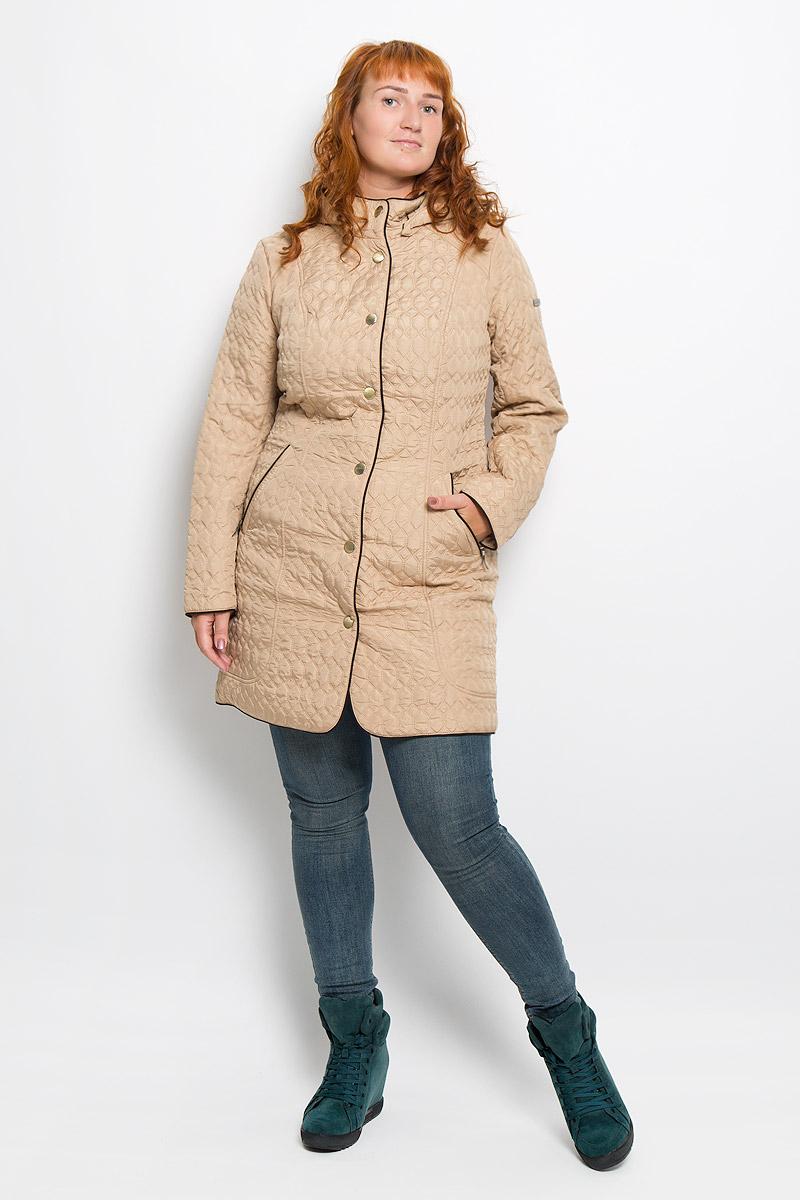 Пальто женское Finn Flare, цвет: бежевый. A16-12000_700. Размер M (46)A16-12000_700Удобное женское пальто Finn Flare согреет вас в прохладную погоду и позволит выделиться из толпы. Модель с длинными рукавами и воротником-стойкой выполнена из прочного полиэстера, застегивается на кнопки спереди. Пальто имеет съемный капюшон на кнопках, объем которого регулируется при помощи шнурка-кулиски со стопперами. Изделие дополнено двумя втачными карманами на застежках-молниях спереди. Пальто оформлено стеганым узором. Наполнитель из синтепона надежно сохранит тепло, благодаря чему такое пальто защитит вас от ветра и холода. Это модное и в то же время комфортное пальто - отличный вариант для прогулок, оно подчеркнет ваш изысканный вкус и поможет создать неповторимый образ.