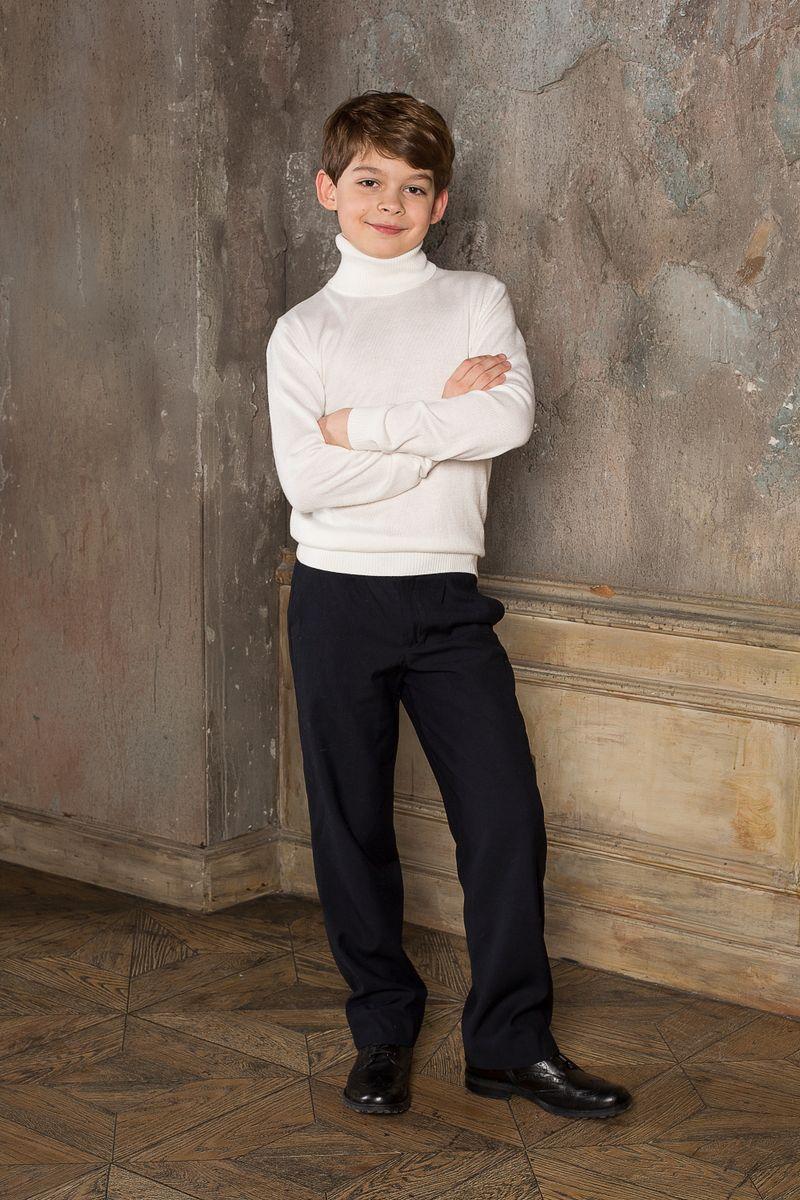 Водолазка для мальчика Luminoso, цвет: молочный. 206618. Размер 152206618Вязаная классическая водолазка для мальчика Luminoso с воротником-гольф и длинными рукавами. Шерсть и кашемир в составе делают модель очень теплой, мягкой и комфортной.