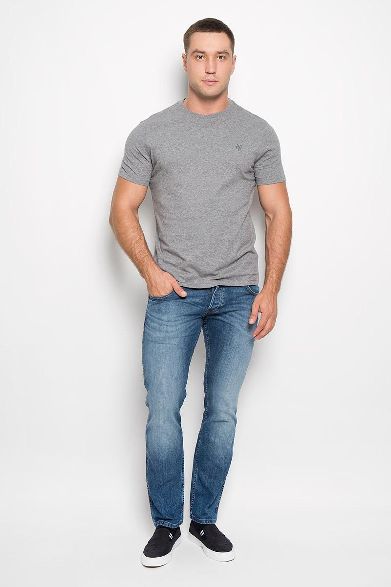 Футболка222051014/936Стильная мужская футболка Marc OPolo выполнена из натурального хлопка. Материал очень мягкий и приятный на ощупь, обладает высокой воздухопроницаемостью и гигроскопичностью, позволяет коже дышать. Модель прямого кроя с круглым вырезом горловины и короткими рукавами на груди оформлена логотипом бренда. Вырез горловины дополнен трикотажной резинкой. Такая модель подарит вам комфорт в течение всего дня и послужит замечательным дополнением к вашему гардеробу.