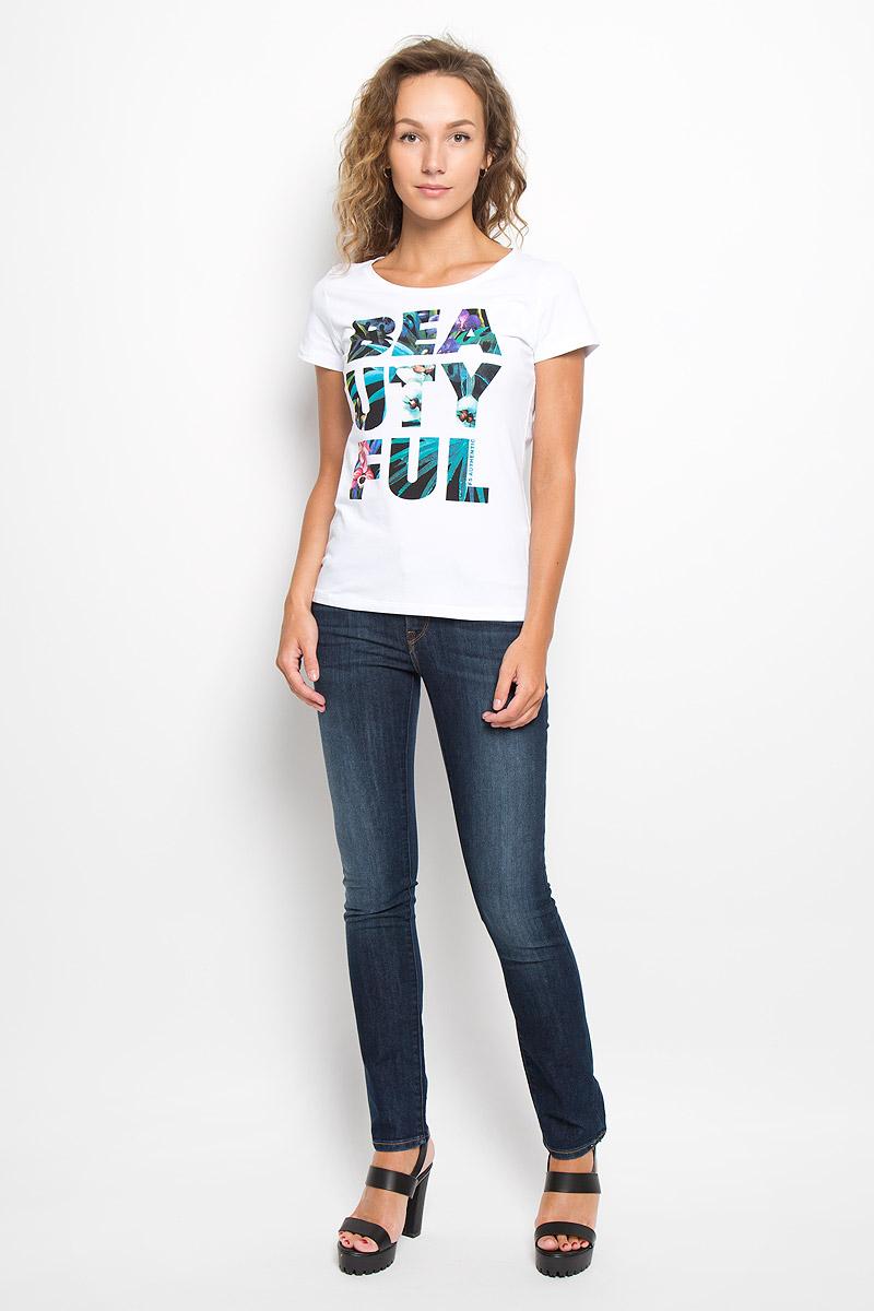 ДжинсыL314AAKSСтильные женские джинсы Lee Jade Seasonal - отличная модель на каждый день, которая прекрасно подчеркнет вашу фигуру. Изделие изготовлено из высококачественного эластичного хлопка. Модель зауженного кроя и средней посадки станут отличным дополнением к вашему современному образу. Застегиваются джинсы на металлическую пуговицу в поясе и ширинку на застежке-молнии, имеются шлевки для ремня. Спереди модель дополнена двумя втачными карманами и небольшим секретным кармашком, а сзади - двумя накладными карманами. Модель оформлена легким эффектом потертости, контрастной прострочкой, металлическими клепками с логотипом бренда и фирменной нашивкой на поясе. Эти эффектные и в то же время комфортные джинсы послужат превосходным дополнением к вашему гардеробу. В них вы всегда будете чувствовать себя уютно и комфортно.