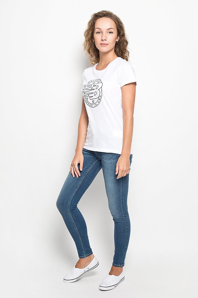ФутболкаWT63519/WTЖенская футболка New Balance Emblem Tee, выполненная из натурального хлопка, идеально подойдет для активного отдыха, прогулок или занятий спортом. Ткань мягкая и тактильно приятная, не стесняет движений и позволяет коже дышать. Футболка с короткими рукавами имеет круглый вырез горловины, дополненный трикотажной резинкой. Изделие оформлено логотипом New Balance. Такая модель будет дарить вам комфорт в течение всего дня и станет отличным дополнением к вашему гардеробу!