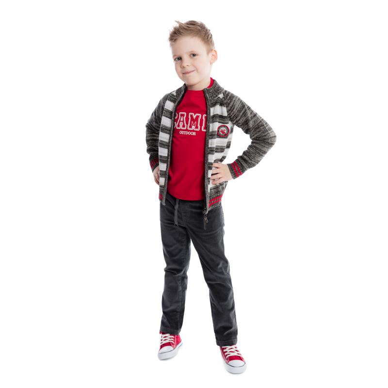 Кофта361011Теплая кофта для мальчика изготовлена из вязаного трикотажа с узором в полоску с меланжевым эффектом. Модель с воротником-стойкой, надежно защищающим от ветра, застегивается на молнию и оформлена двумя нашивками. Воротник, манжеты рукавов и низ кофты связаны широкой резинкой. Универсальный цвет позволяет сочетать модель с любой одеждой.