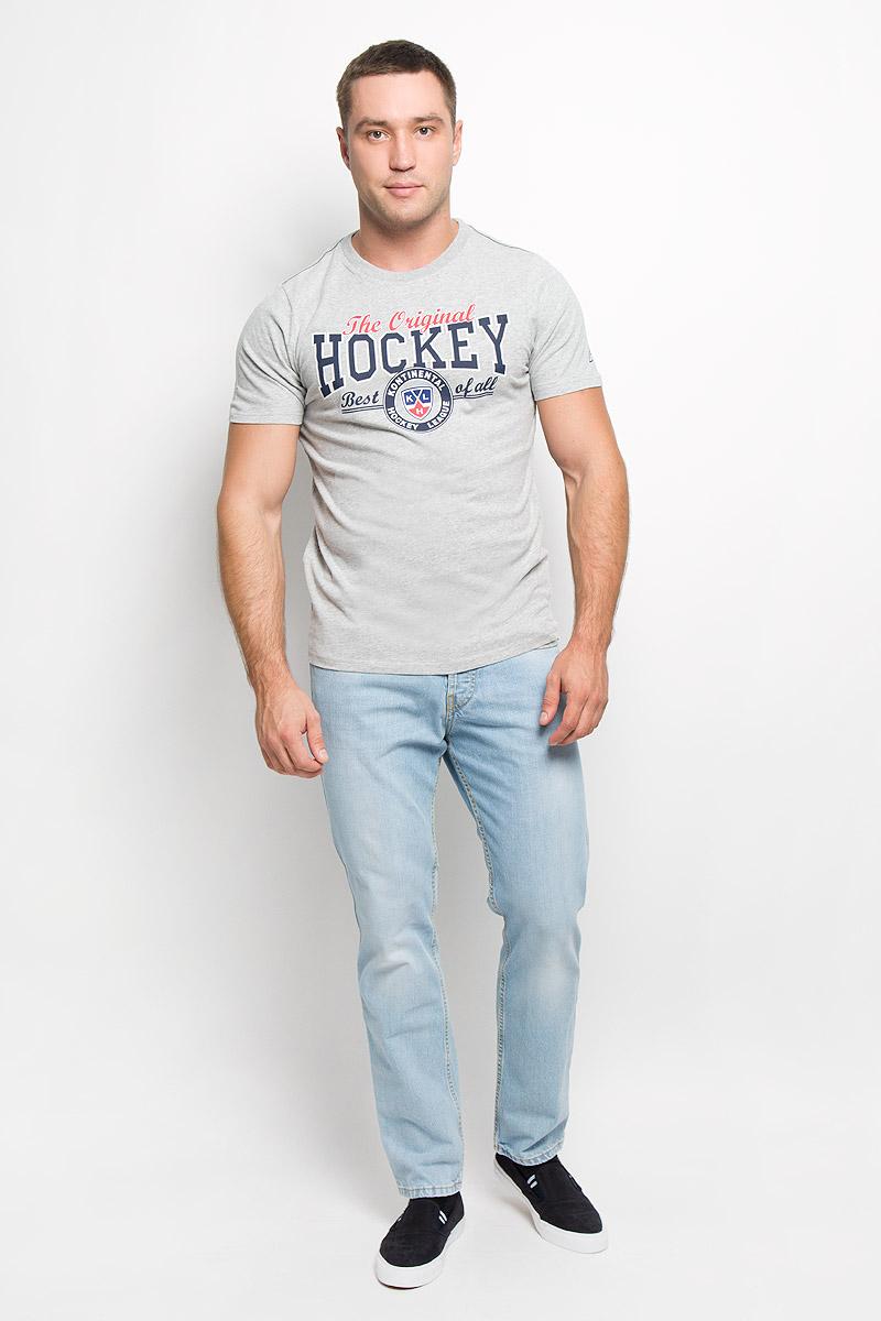 Футболка с логотипом ХК26790Мужская футболка КХЛ, выполненная из натурального хлопка, порадует поклонника хоккея. Материал очень мягкий и приятный на ощупь, не сковывает движения и позволяет коже дышать. Футболка с короткими рукавами имеет круглый вырез горловины, дополненный трикотажной резинкой. Изделие оформлено термоаппликацией с эффектом потрескавшейся краски в виде логотипа Континентальной хоккейной лиги и надписей. Такая модель отлично подойдет для повседневной носки, а также подарит вам комфорт в течение всего дня!