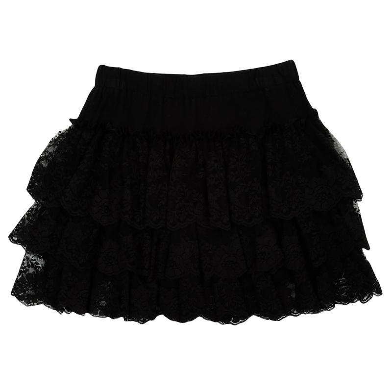Юбка362176Пышная юбка для девочки выполнена из мягкого трикотажа. Классический черный цвет смягчен женственным декором - легкими воланами из гипюра в три ряда. Пояс на мягкой резинке.