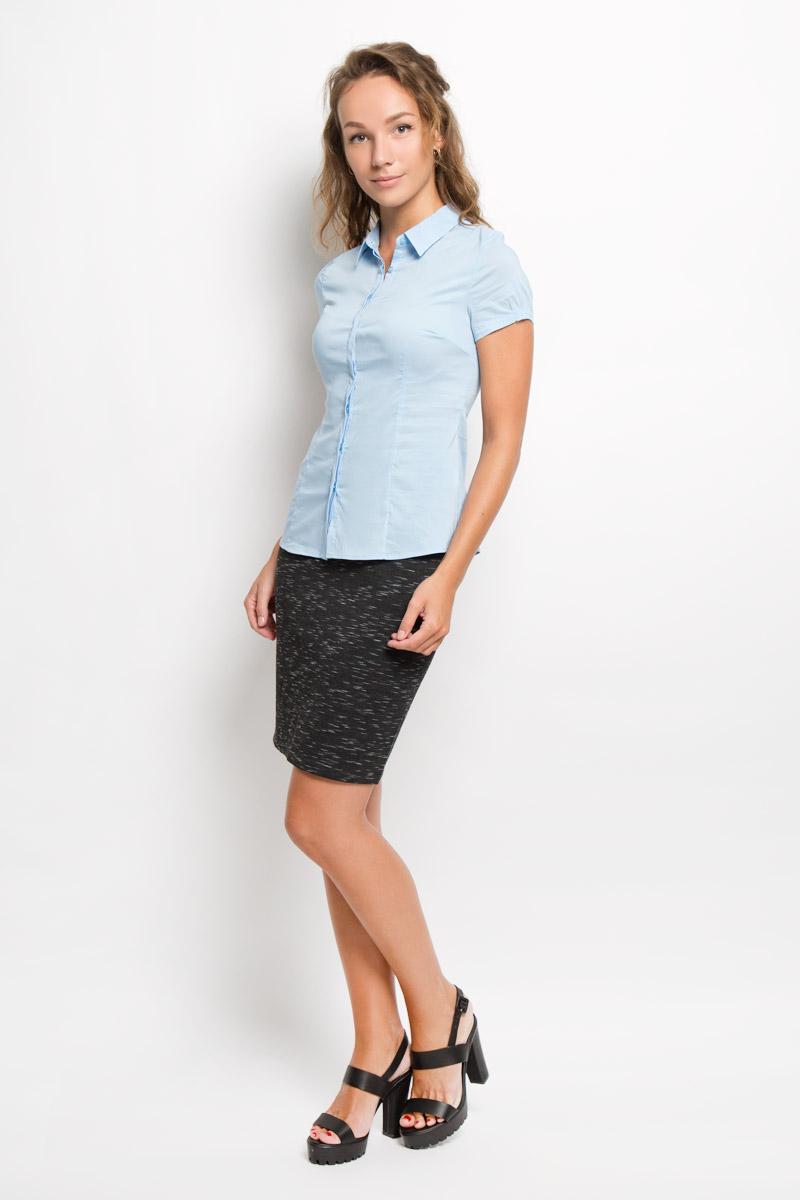 Рубашка женская Sela, цвет: голубой. Bs-112/1044-6321. Размер L (48)Bs-112/1044-6321Женская рубашка Sela изготовлена из хлопка с добавлением нейлона и эластана. Материал изделия мягкий и приятный на ощупь, не стесняет движений и хорошо пропускает воздух, обеспечивая комфорт. Рубашка с отложным воротником и короткими рукавами имеет полуприлегающий силуэт. Модель застегивается спереди по всей длине на пуговицы, скрытые за планкой. Края рукавов слегка присборены на тонкие резинки.Эта рубашка идеальный вариант для повседневного гардероба. Модель порадует настоящих ценителей комфорта и практичности!