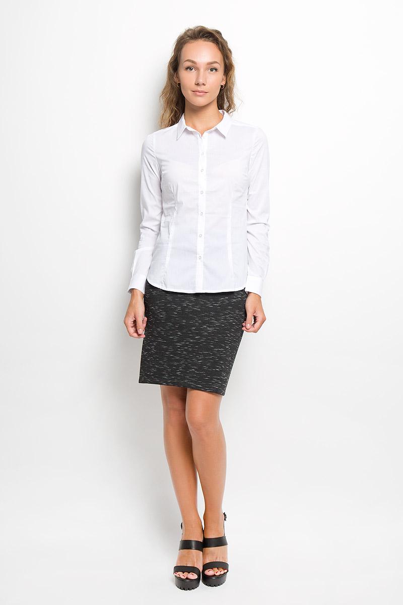 РубашкаB-112/1045-6321Женская рубашка Sela изготовлена из хлопка с добавлением нейлона и эластана. Материал изделия мягкий и приятный на ощупь, не стесняет движений и хорошо пропускает воздух, обеспечивая комфорт. Рубашка с отложным воротником и длинными рукавами имеет полуприлегающий силуэт. Модель застегивается спереди по всей длине на пуговицы. На рукавах предусмотрены манжеты с застежками- пуговицами. Эта рубашка идеальный вариант для повседневного гардероба. Модель порадует настоящих ценителей комфорта и практичности!