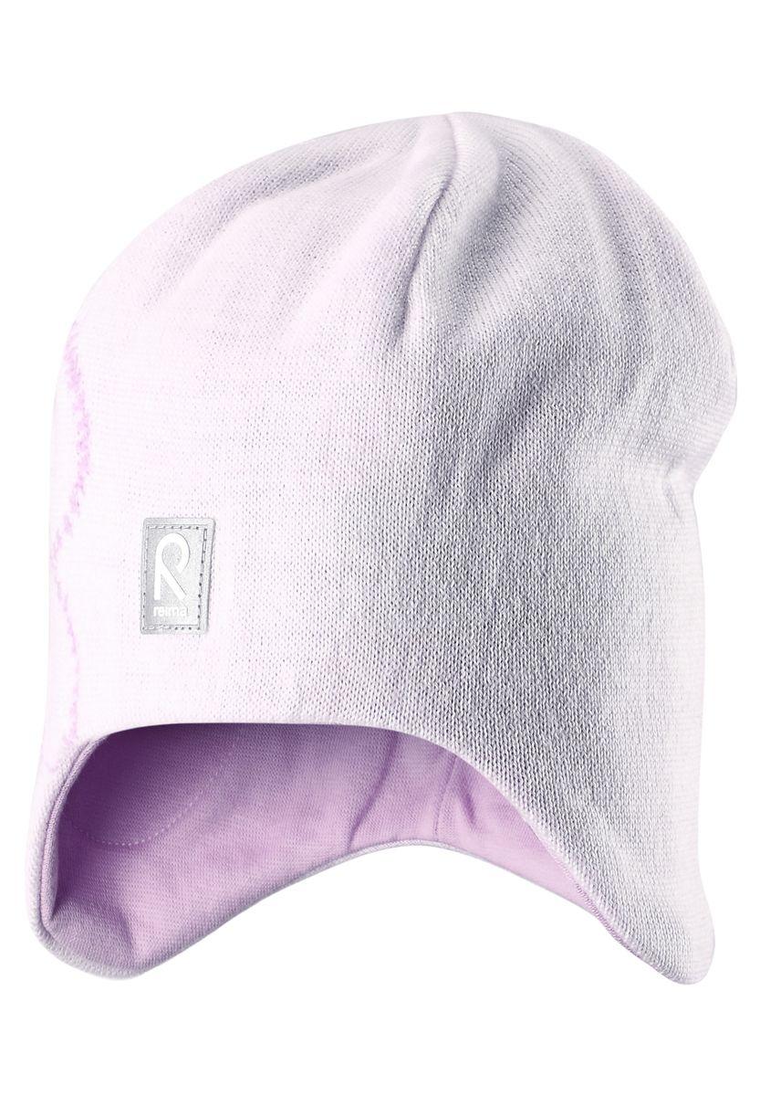 Шапка для девочки Reima Muhkea, цвет: белый. 528492-0110. Размер 50528492-0110Шерстяная шапка - главный выбор маленьких принцесс для холодных зимних дней! Теплая шерстяная шапка на подкладке из эластичного хлопчатобумажного трикотажа очень удобно носится. Модель защищает ушки и лоб, а ветронепроницаемые вставки в области ушей обеспечивают дополнительную защиту от холодного ветра. Красивый жаккардовый узор добавляет изюминку этому образу. Светоотражающая деталь обеспечивает видимость в темноте.