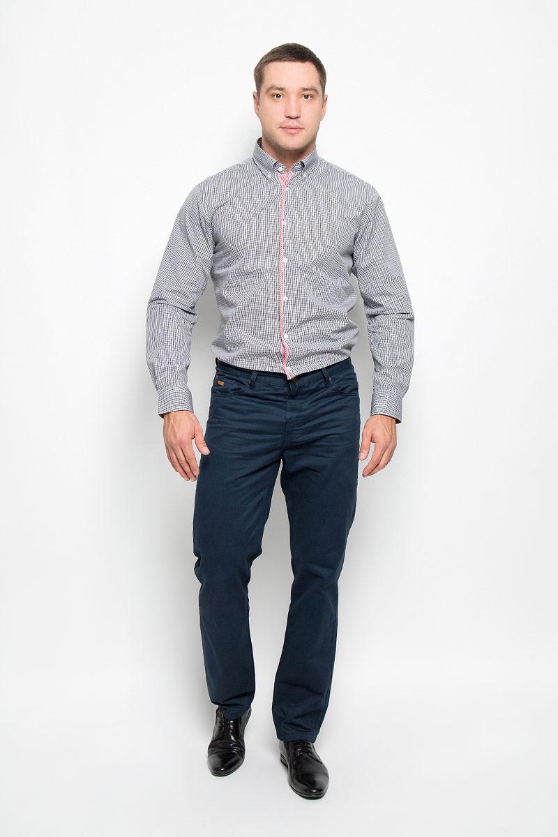 Рубашка12.014839Мужская рубашка BTC, выполненная из высококачественного натурального хлопка, займет достойное место в вашем гардеробе. Изделие мягкое, тактильно приятное, не сковывает движений и хорошо пропускает воздух, обеспечивая комфорт при носке. Модель прямого кроя с отложным воротником и длинными рукавами застегивается спереди на пуговицы по всей длине. Манжеты дополнены застежками-пуговицами. Изделие оформлено контрастным принтом в мелкую клетку. Такая рубашка подчеркнет ваш вкус и поможет создать стильный образ!