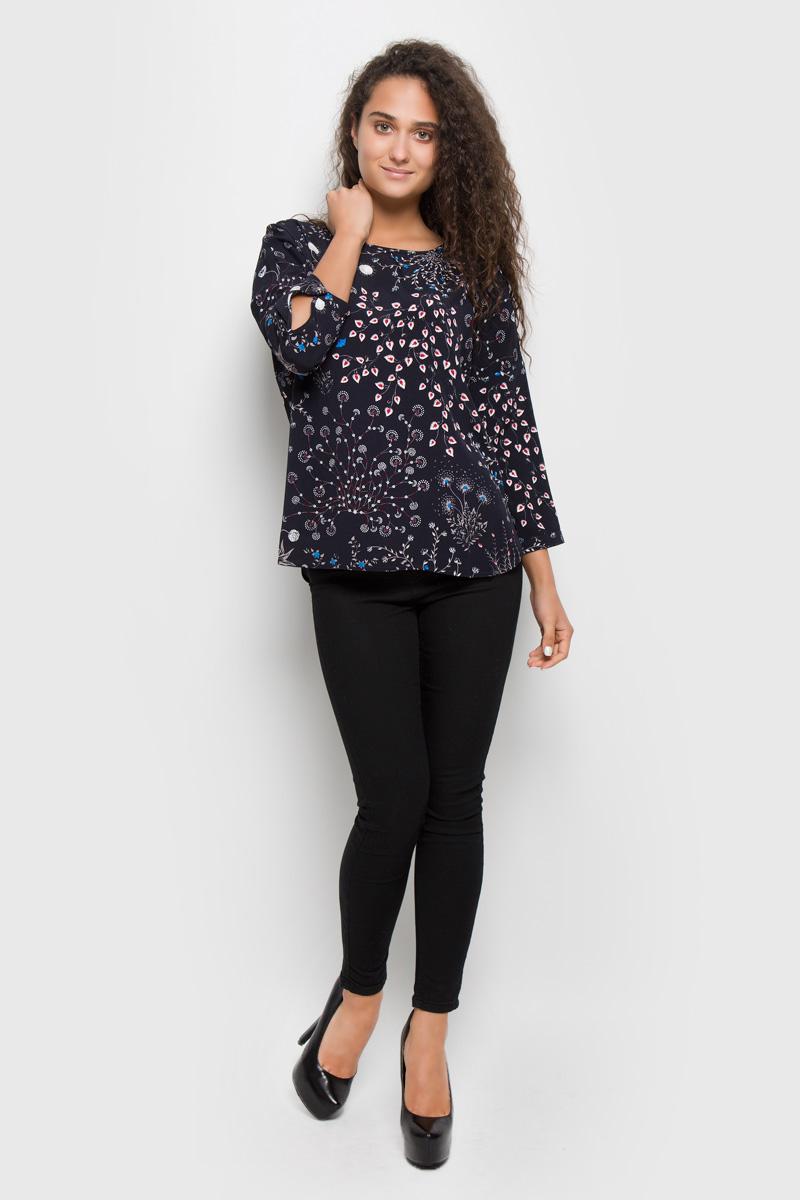 Блузка женская Baon, цвет: темно-синий. B176515. Размер S (44)B176515_Dark Navy PrintedСтильная женская блуза Baon, выполненная из 100% вискозы, подчеркнет ваш уникальный стиль и поможет создать оригинальный женственный образ.Блузка с цельнокроеными рукавами 7/8 и круглым вырезом горловины оформлена изысканным цветочным узором. Модель застегивается на металлическую пуговицу на спинке, манжеты рукавов также застегиваются на пуговицы. Такая блузка идеально подойдет для жарких летних дней. Эта блузка будет дарить вам комфорт в течение всего дня и послужит замечательным дополнением к вашему гардеробу.