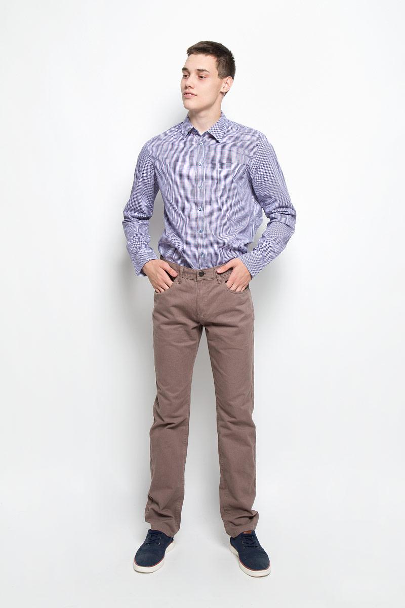 РубашкаH-212/698-6321Мужская рубашка Sela, выполненная из натурального хлопка, идеально дополнит ваш образ. Материал мягкий и приятный на ощупь, не сковывает движения и позволяет коже дышать. Рубашка классического кроя с длинными рукавами и отложным воротником застегивается на пуговицы по всей длине и оформлена принтом в клетку. На груди изделие дополнено накладным карманом. Манжеты рукавов застегиваются на пуговицы. Такая модель будет дарить вам комфорт в течение всего дня и станет стильным дополнением к вашему гардеробу.