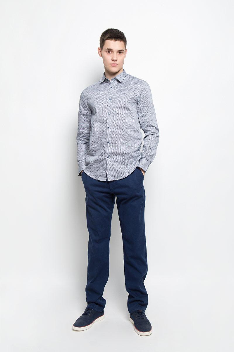 Рубашка мужская Mexx, цвет: белый, темно-синий. MX3025303_MN_SHG_007. Размер S (48)MX3025303_MN_SHG_007Мужская хлопковая рубашка Mexx подчеркнет ваш вкус и поможет создать стильный образ. Материал изделия тактильно приятный, не стесняет движений, позволяет коже дышать, обеспечивая комфорт при носке. Рубашка с отложным воротником и длинными рукавами застегивается на пуговицы по всей длине. Модель имеет слегка приталенный силуэт. На манжетах предусмотрены застежки-пуговицы. Изделие оформлено контрастным принтом.Такая рубашка займет достойное место в вашем гардеробе!
