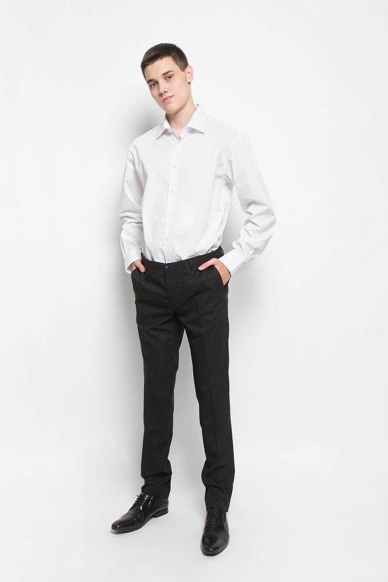 Рубашка12.016367Классическая мужская рубашка BTC изготовлена из хлопка с добавлением полиэстера. Ткань изделия мягкая, тактильно приятная, не сковывает движения и хорошо пропускает воздух. Рубашка с отложным воротником и длинными рукавами застегивается спереди на пуговицы по всей длине. На манжетах предусмотрены застежки-пуговицы. Модель имеет слегка приталенный силуэт. Рубашка будет дарить вам комфорт в течение всего дня и станет отличным дополнением к вашему гардеробу!