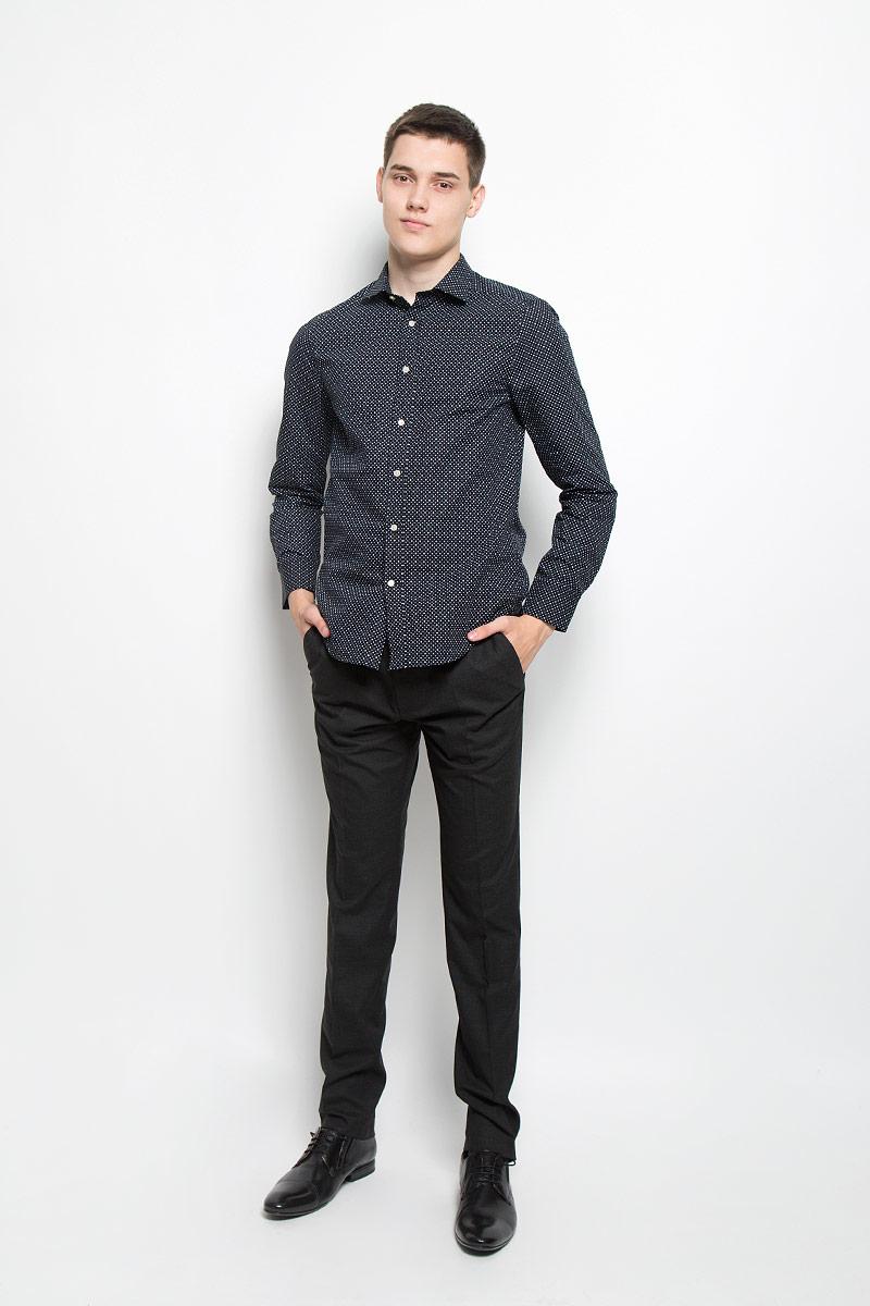 Рубашка мужская Mexx, цвет: черный. MX3020123_MN_SHG_003. Размер S (48)MX3020123_MN_SHG_003Мужская хлопковая рубашка Mexx подчеркнет ваш вкус и поможет создать стильный образ. Материал изделия тактильно приятный, позволяет коже дышать, не стесняет движений, обеспечивая комфорт при носке. Рубашка с отложным воротником и длинными рукавами застегивается на пуговицы по всей длине. Модель имеет слегка приталенный силуэт. На манжетах предусмотрены застежки-пуговицы. Изделие оформлено контрастным принтом.Такая рубашка займет достойное место в вашем гардеробе!