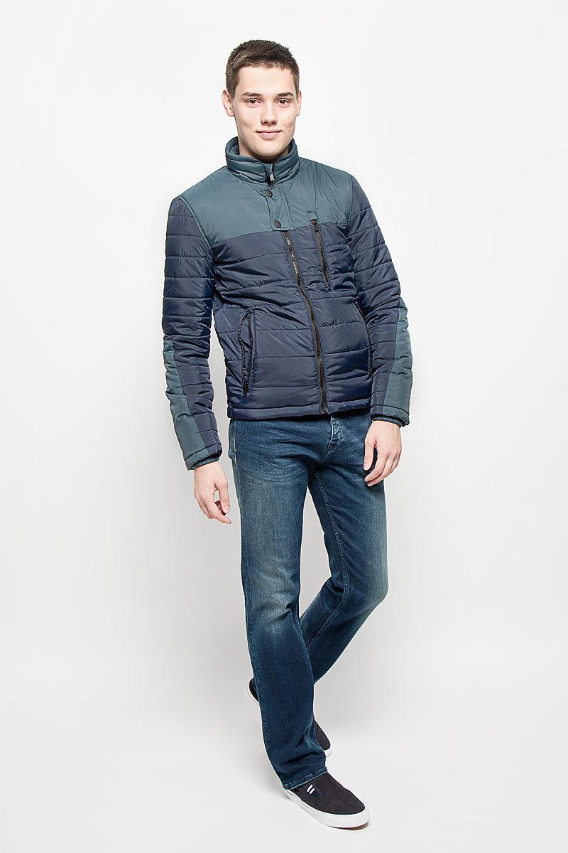 Куртка мужская Mexx, цвет: темно-синий. MX3000574. Размер S (48)MX3000574Стильная мужская куртка Mexx отлично подойдет для прохладной погоды.Модель прямого кроя с воротником-стойкой застегивается на застежку-молнию. Куртка оформлена стеганой отстрочкой и дополнена тремя карманами на молниях. Внутри - прорезной карман на кнопке. Куртка Mexx послужит отличным дополнением к вашему гардеробу.