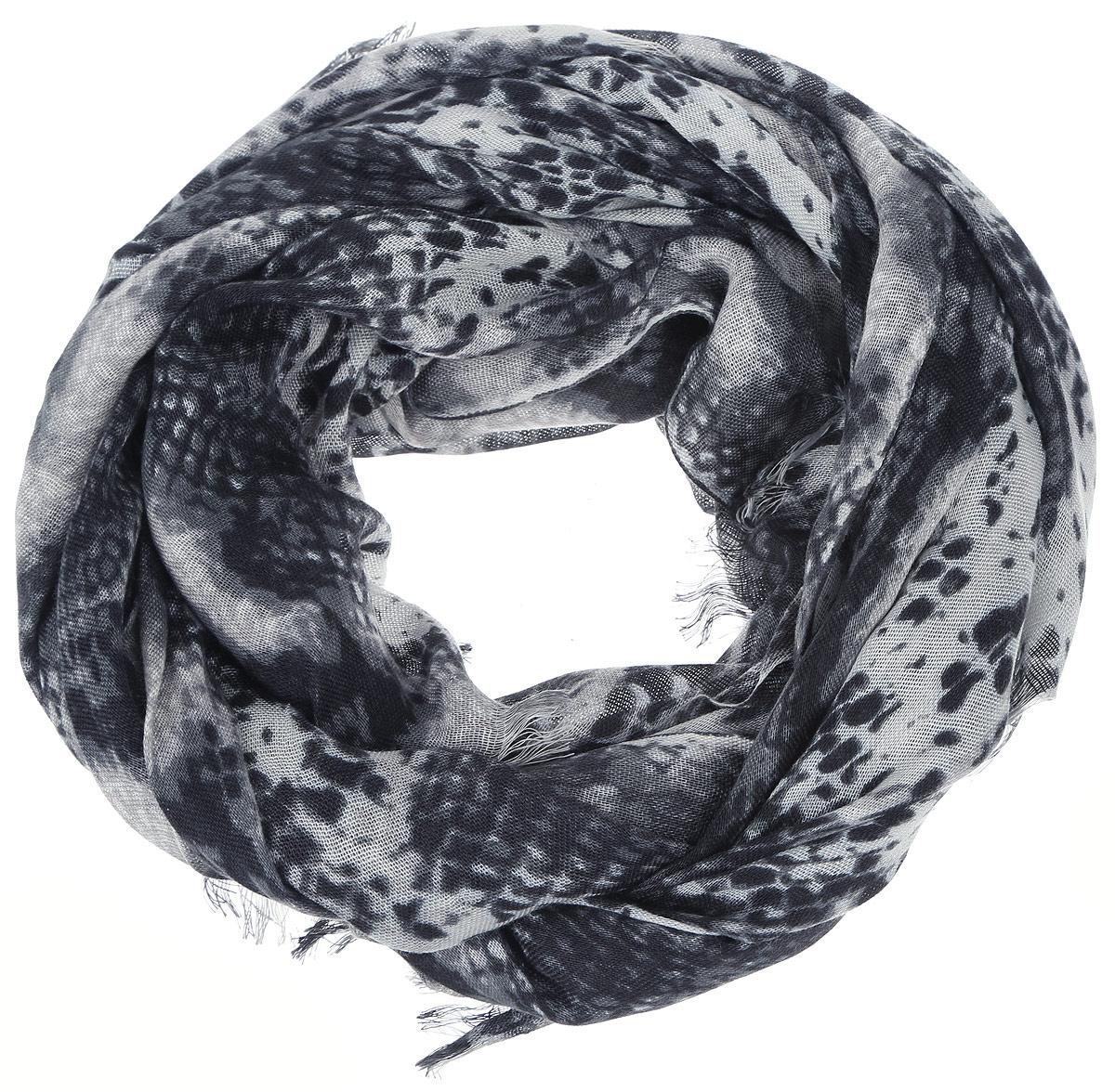 Шарф женский Sela, цвет: белый, черный, серый. SCw-142/450-6302. Размер 184 см x 72 смSCw-142/450-6302Женский шарф Sela, изготовленный из 100% вискозы, подчеркнет вашу индивидуальность. Благодаря своему составу, он легкий, мягкий и приятный на ощупь. Изделие оформлено оригинальным орнаментом.Такой аксессуар станет стильным дополнением к гардеробу современной женщины.