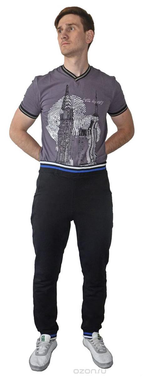 Брюки спортивныеRAV01-011Мужские спортивные брюки RAV идеально подойдут для активного отдыха или занятий спортом. Модель, изготовленная из натурального хлопка, приятная на ощупь, не сковывает движения и хорошо пропускает воздух. Брюки на талии дополнены широкой эластичной резинкой, оформленной контрастными полосками. Спереди расположены два втачных кармана. Низ брючин дополнен трикотажными резинками, оформленными контрастными полосками.
