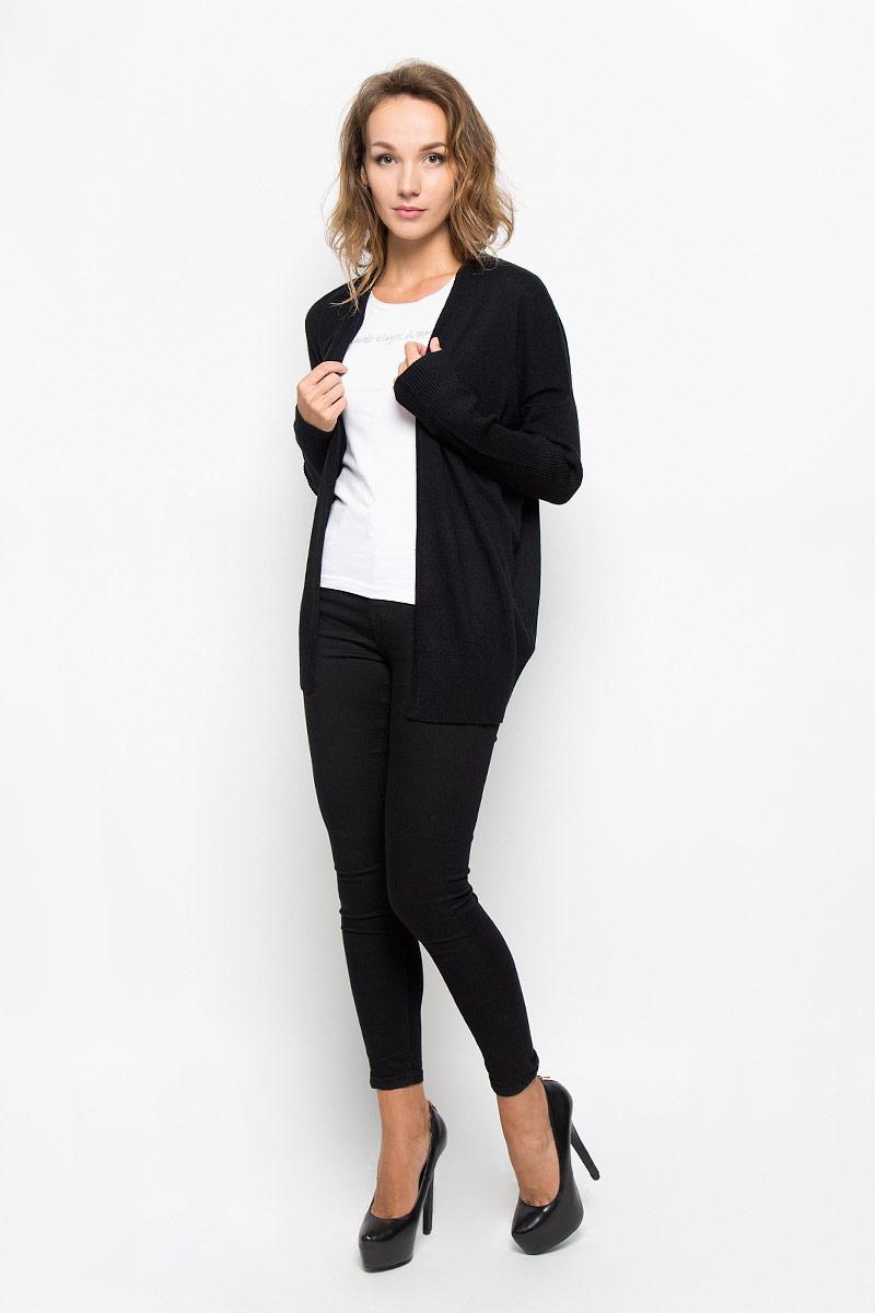 КардиганB146509_BLACKКлассический женский кардиган Baon с V-образным вырезом горловины будет гармонично смотреться в сочетании как с джинсами, так и с брюками. Модель выполнена из высококачественной пряжи, мягкой и приятной на ощупь. Рукава и низ изделия связаны резинкой, что предотвращает деформацию при носке. В нем вы будете чувствовать себя уютно в прохладное время года.