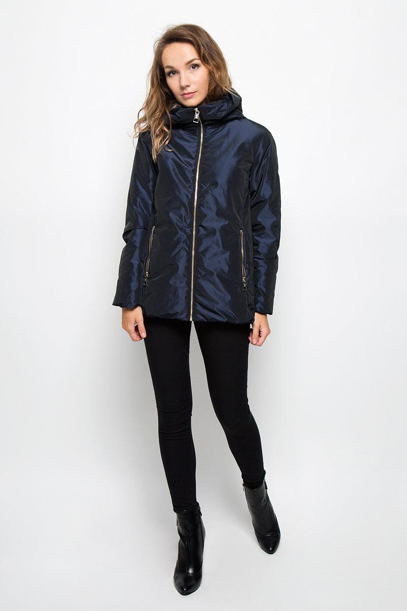 КурткаB036526/B036626_Dark NavyУдобная женская куртка Baon согреет вас в прохладную погоду и позволит выделиться из толпы. Модель с длинными рукавами и несъемным капюшоном выполнена из прочного полиэстера, застегивается на молнию спереди. Изделие дополнено двумя втачными карманами на молниях. Плотный наполнитель из синтепона и подкладка из полиэстера надежно сохранят тепло, благодаря чему такая куртка защитит вас от ветра и холода. Эта модная и в то же время комфортная куртка - отличный вариант для прогулок, она подчеркнет ваш изысканный вкус и поможет создать неповторимый образ.