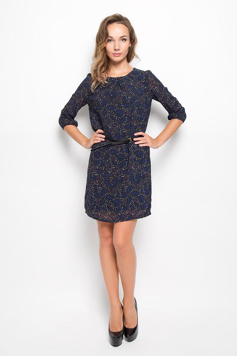 ПлатьеD-117/1043-6342Элегантное платье Sela выполнено из высококачественного полиэстера. Такое платье обеспечит вам комфорт и удобство при носке и непременно вызовет восхищение у окружающих. Платье обладает высокой износостойкостью и отлично сидит по фигуре. Модель средней длины с рукавами 3/4 и круглым вырезом горловины выгодно подчеркнет все достоинства вашей фигуры. Платье застегивается на застежку-молнию на спинке и имеет непрозрачную подкладку из полиэстера. В комплект входит узкий ремень с металлической пряжкой. Изделие оформлено оригинальным принтом. Изысканное платье-миди создаст обворожительный и неповторимый образ. Это модное и комфортное платье станет превосходным дополнением к вашему гардеробу, оно подарит вам удобство и поможет подчеркнуть ваш вкус и неповторимый стиль.