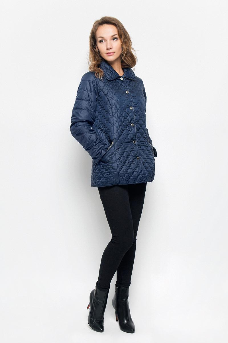 КурткаB036572_DARK NAVYЖенская стеганая куртка Baon отлично подойдет для прохладной погоды. Модель прямого кроя, с отложным воротником застегивается на кнопки. Куртка выполнена из полиэстера с утеплителем. Изделие дополнено двумя прорезными карманами на застежках-молниях. Эта модная куртка послужит отличным дополнением к вашему гардеробу!