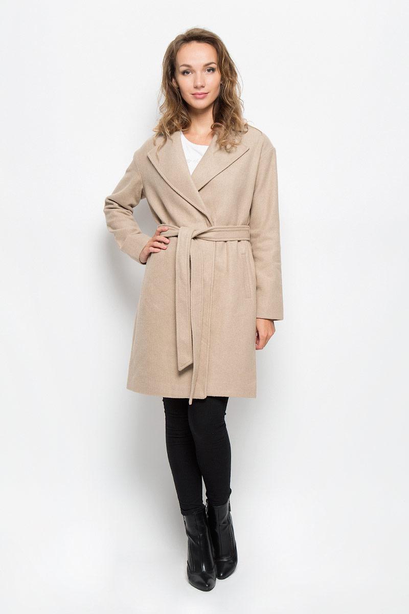 Пальто женское Sela, цвет: бежевый. Ce-126/679-6312. Размер L (48)Ce-126/679-6312Элегантное женское пальто Sela подчеркнет вашу индивидуальность. Пальто изготовлено из высококачественного материала с подкладкой из 100% полиэстера. Модель приталенного силуэта с воротником с лацканами застегивается на кнопки, а также к модели прилагается пояс. Спереди пальто дополнено двумя прорезными карманами.Подчеркните свой изысканный вкус этим превосходным пальто.