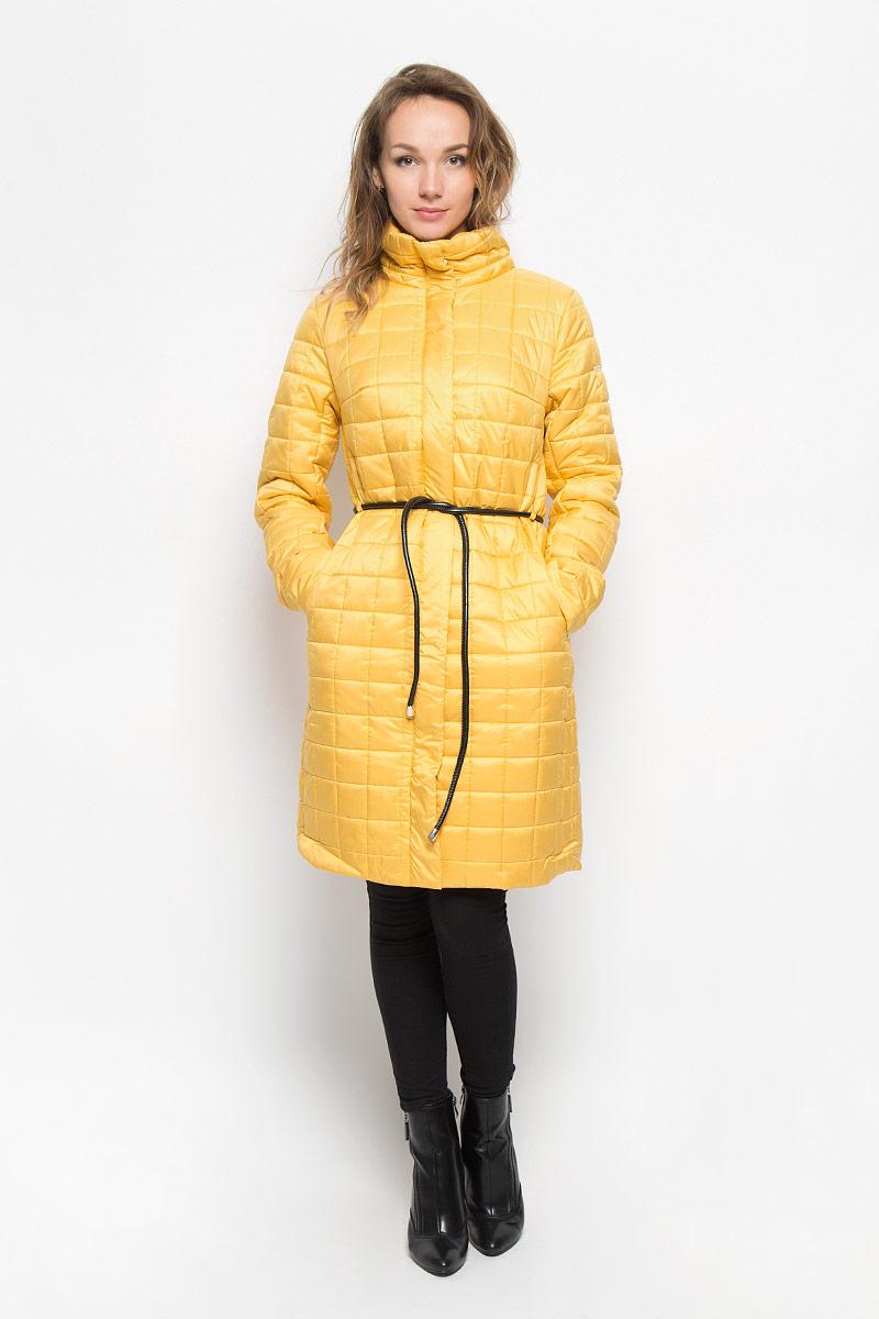 Пальто женское Baon, цвет: желтый. B036509. Размер S (44)B036509_Evening SunУдобное и теплое женское пальто Baon согреет вас в прохладную погоду и позволит выделиться из толпы. Удлиненная модель с длинными рукавами и воротником-стойкой выполнена из прочного полиэстера, застегивается на молнию спереди и имеет ветрозащитный клапан на кнопках. Изделие дополнено двумя втачными карманами на молниях. Плотный наполнитель из синтепона и подкладка из полиэстера надежно сохранят тепло, благодаря чему такое пальто защитит вас от ветра и холода. В комплект входит узкий съемный пояс.Это модное и комфортное пальто - отличный вариант для прогулок, оно подчеркнет ваш изысканный вкус и поможет создать неповторимый образ.