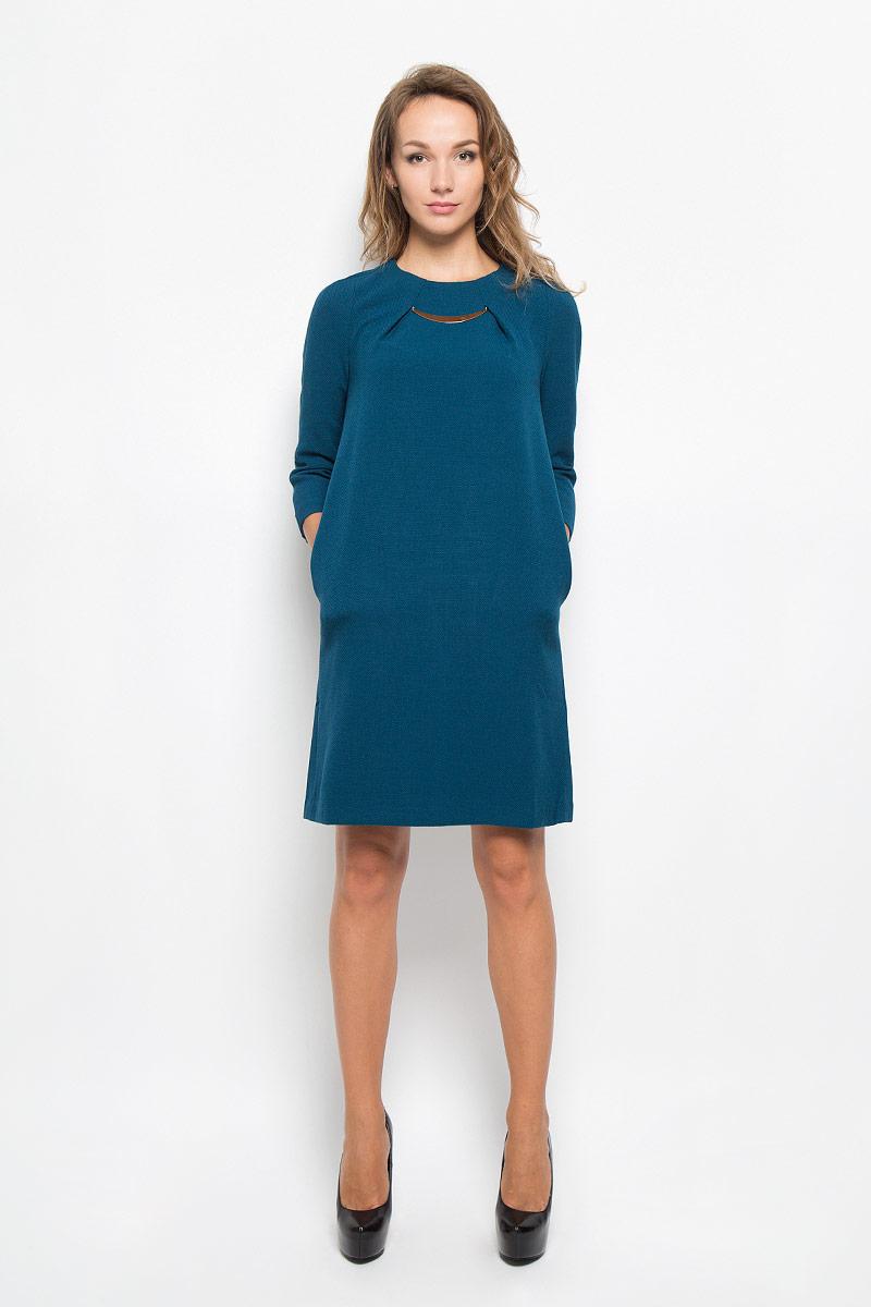 Платье Baon, цвет: синий. B449. Размер XS (42)B449_COSMIC DUSTЭлегантное платье Baon выполнено из плотного трикотажа. Такое платье обеспечит вам комфорт и удобство при носке и непременно вызовет восхищение у окружающих.Модель средней длины с рукавами 3/4 и круглым вырезом горловины выгодно подчеркнет все достоинства вашей фигуры. Изделие застегивается на застежку-молнию на спинке. На груди платье оформлено декоративными складками с металлическим элементом. Изысканное платье создаст обворожительный и неповторимый образ.Это модное и комфортное платье станет превосходным дополнением к вашему гардеробу, оно подарит вам удобство и поможет подчеркнуть ваш вкус и неповторимый стиль.