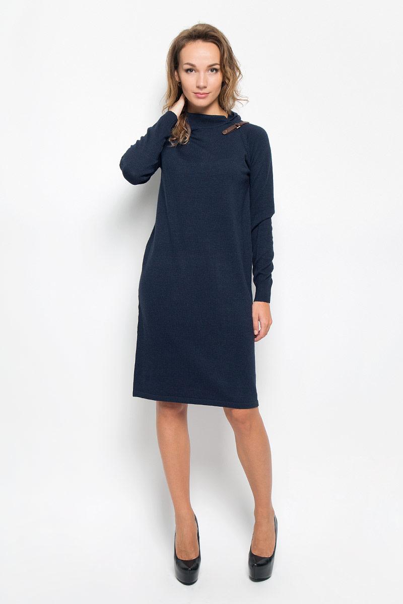 ПлатьеB401_DARK NAVYЭлегантное вязаное платье Baon изготовлено из высококачественной пряжи с добавлением вискозы и ангоры. Такое платье приятно к телу, обеспечит вам комфорт и удобство при носке. Модель с воротником-хомутом и длинными рукавами выгодно подчеркнет все достоинства вашей фигуры благодаря приталенному силуэту. Манжеты рукавов связаны резинкой. Платье оформлено декоративным ремешком с пряжкой. Изысканное платье-миди мелкой вязки создаст обворожительный и неповторимый образ. Это модное и удобное платье станет превосходным дополнением к вашему гардеробу, оно подарит вам удобство и поможет вам подчеркнуть свой вкус и неповторимый стиль.