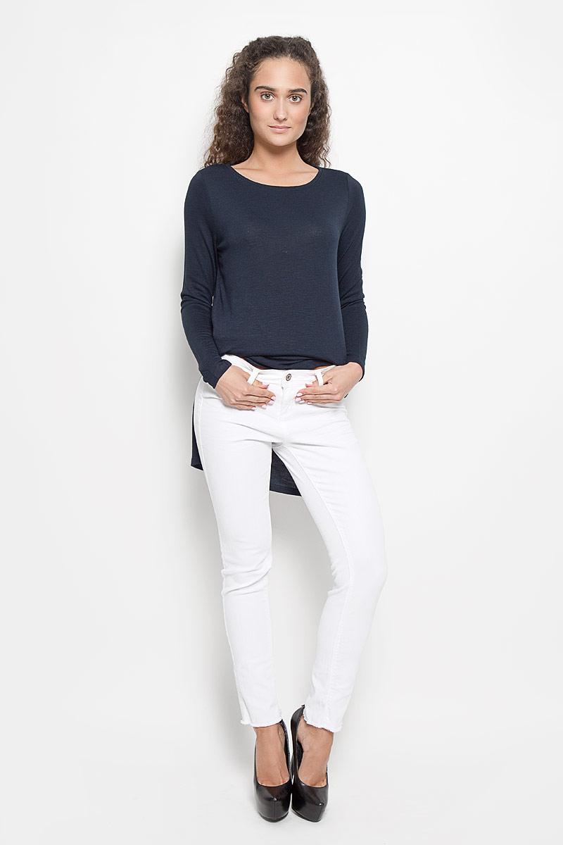 Джинсы6205203.05.71_2000Стильные женские джинсы Tom Tailor Denim - это джинсы высочайшего качества, которые прекрасно сидят. Они выполнены из высококачественного эластичного хлопка, что обеспечивает комфорт и удобство при носке. Модные джинсы скинни заниженной посадки станут отличным дополнением к вашему современному образу. Джинсы застегиваются на пуговицу в поясе и ширинку на застежке-молнии, имеют шлевки для ремня. Джинсы имеют классический пятикарманный крой: спереди модель оформлена двумя втачными карманами и одним маленьким накладным кармашком, а сзади - двумя накладными карманами. Изделие украшено бахромой по низу штанин. Эти модные и в то же время комфортные джинсы послужат отличным дополнением к вашему гардеробу.