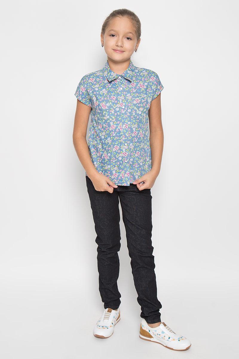 Блузка264005Стильная приталенная блузка для девочки Scool идеально подойдет вашей дочурке. Изготовленная из 100% хлопка, она мягкая и приятная на ощупь, не сковывает движения и позволяет коже дышать, обеспечивая наибольший комфорт. Рубашка с короткими рукавами и отложным воротничком застегивается на пуговицы по всей длине. Изделие оформлено цветочным принтом. Современный дизайн и расцветка делают эту рубашку стильным предметом детского гардероба. Модель можно носить как с джинсами, так и с классическими брюками.