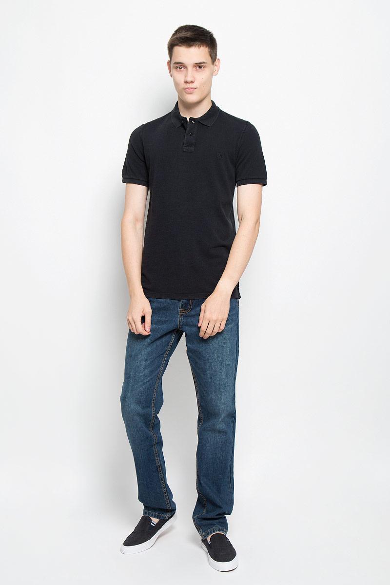 Поло208253034/493Стильная мужская футболка-поло Marc OPolo, выполненная из высококачественного материала, обладает высокой теплопроводностью, воздухопроницаемостью и гигроскопичностью, позволяет коже дышать. Модель с короткими рукавами и отложным воротником сверху застегивается на две пуговицы. Футболка на груди оформлена небольшой вышивкой. Рукава дополнены широкими трикотажными резинками. Низ изделия по бокам имеет небольшие разрезы. Классический покрой, лаконичный дизайн, безукоризненное качество. В такой футболке вы будете чувствовать себя уверенно и комфортно.