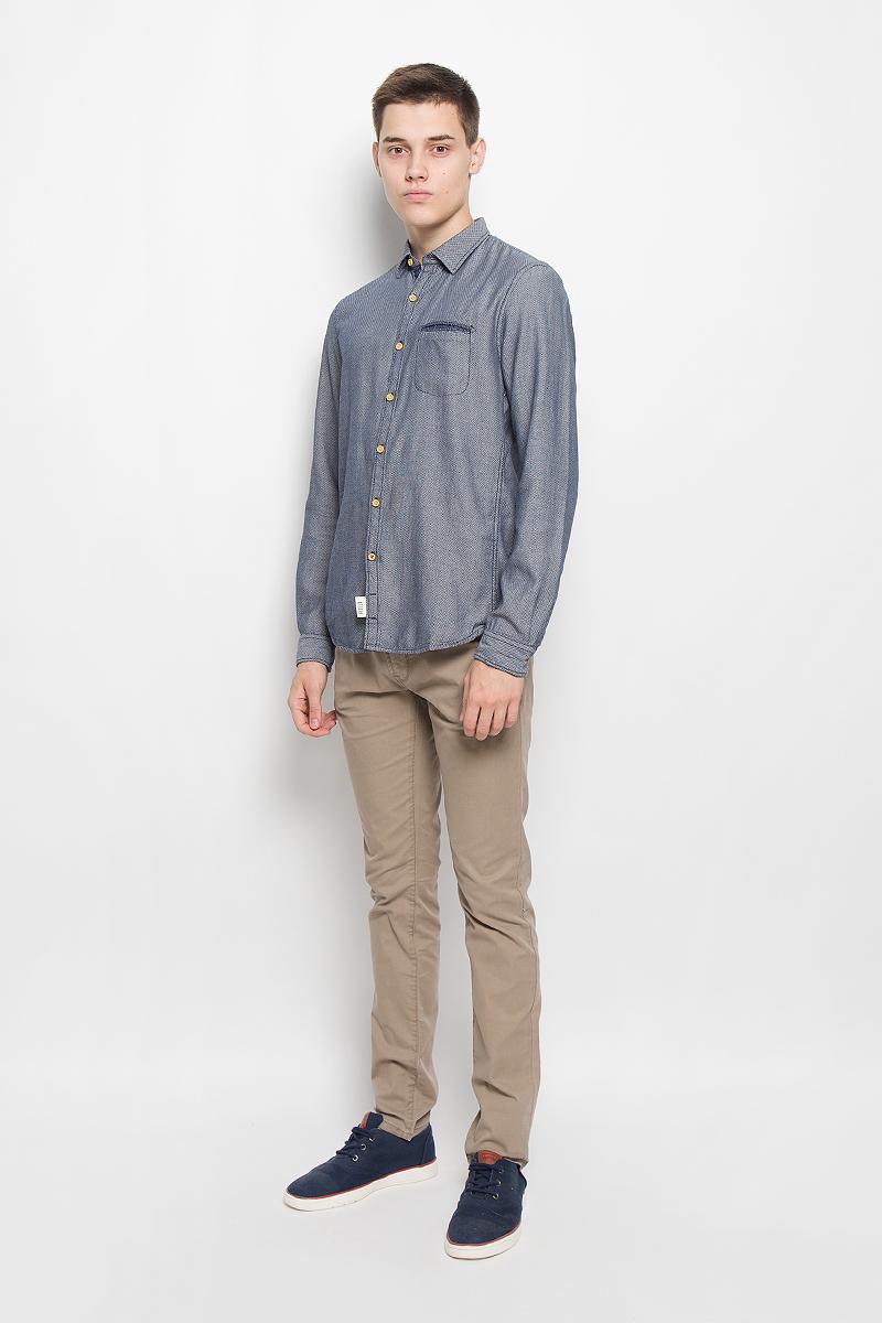 Рубашка2032325.00.12_6814Стильная мужская рубашка Tom Tailor Denim, выполненная из натурального хлопка, обладает высокой теплопроводностью, воздухопроницаемостью и гигроскопичностью, позволяет коже дышать, тем самым обеспечивая наибольший комфорт при носке. Модель приталенного кроя с отложным воротником застегивается на пуговицы по всей длине. Длинные рукава рубашки дополнены манжетами на пуговицах. Рубашка оформлена оригинальным принтом. Модель дополнена нагрудным прорезным карманом. Такая рубашка подчеркнет ваш вкус и поможет создать великолепный стильный образ.