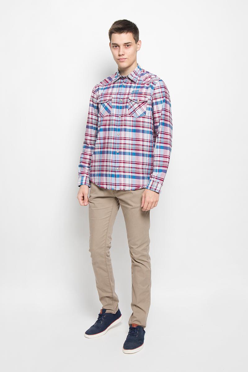 Рубашка2032054.00.10_1000Стильная мужская рубашка Tom Tailor, выполненная из натурального хлопка, обладает высокой теплопроводностью, воздухопроницаемостью и гигроскопичностью, позволяет коже дышать, тем самым обеспечивая наибольший комфорт при носке. Модель классического кроя с отложным воротником застегивается на кнопки по всей длине. Длинные рукава рубашки дополнены манжетами на пуговицах и кнопках. Рубашка оформлена оригинальным принтом. На груди модель дополнена двумя накладными карманами с клапанами на кнопках и оформлена вышитой надписью. Такая рубашка подчеркнет ваш вкус и поможет создать великолепный стильный образ.