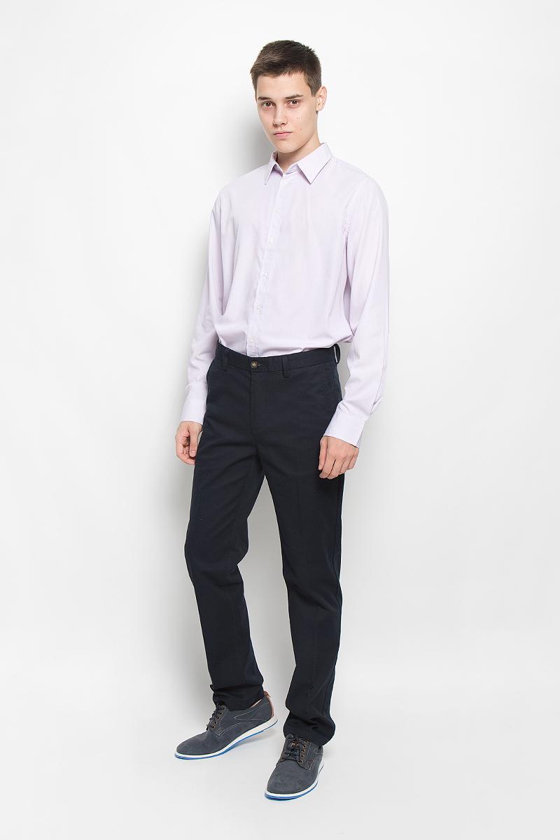 РубашкаH-212/711-6321Стильная мужская рубашка Sela, выполненная из хлопка и полиэстера, обладает высокой теплопроводностью, воздухопроницаемостью и гигроскопичностью, позволяет коже дышать, тем самым обеспечивая наибольший комфорт при носке. Модель классического кроя с отложным воротником застегивается на пуговицы по всей длине. Длинные рукава рубашки дополнены манжетами на пуговицах. Рубашка оформлена принтом в мелкую полоску. Такая рубашка подчеркнет ваш вкус и поможет создать великолепный стильный образ.