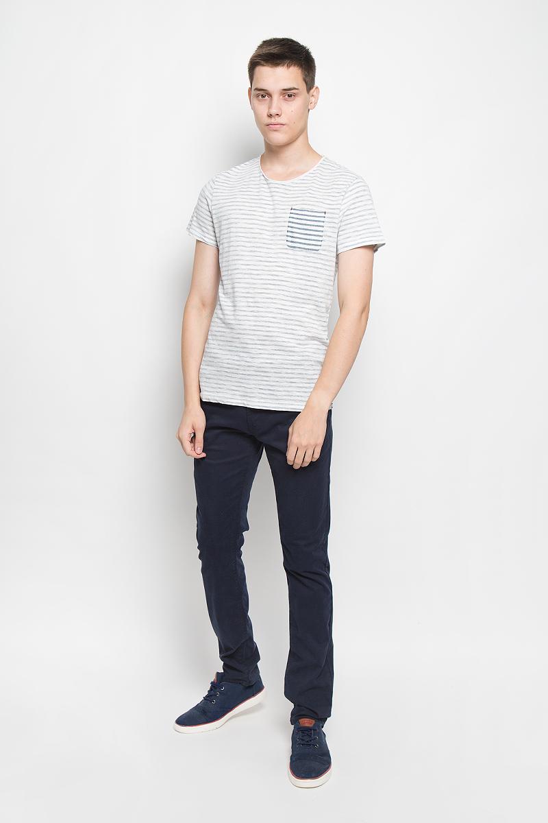 Футболка1035180.00.10_6758Мужская футболка Tom Tailor поможет создать отличный современный образ в стиле Casual. Модель, изготовленная из натурального хлопка, очень мягкая, тактильно приятная, не сковывает движения и позволяет коже дышать. Изделие с круглым вырезом горловины и короткими рукавами стилизовано под футболку, вывернутую наизнанку. На груди расположен накладной карман. С внутренней стороны модель оформлена принтом в полоску. Горловина и боковые стороны выполнены с эффектом необработанного края. Такая футболка станет стильным дополнением к вашему гардеробу, она подарит вам комфорт в течение всего дня!