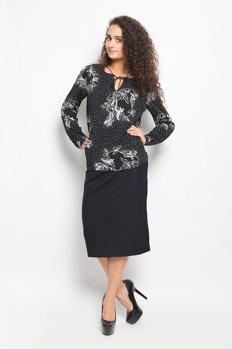 БлузкаB176523_BLACK PRINTEDСтильная женская блузка Baon, выполненная из вискозы, подчеркнет ваш уникальный стиль и поможет создать оригинальный женственный образ. Модная блузка свободного кроя с круглым вырезом горловины и длинными рукавами оформлена спереди V-образным вырезом. Горловина украшена шнурком с металлическими кисточками. Спинка модели немного удлинена. Модель оформлена оригинальным принтом. Нижняя часть модели по боковым швам дополнена небольшими разрезами. Манжеты рукавов оснащены застежками-пуговицами. Такая блузка будет дарить вам комфорт в течение всего дня и послужит замечательным дополнением к вашему гардеробу.