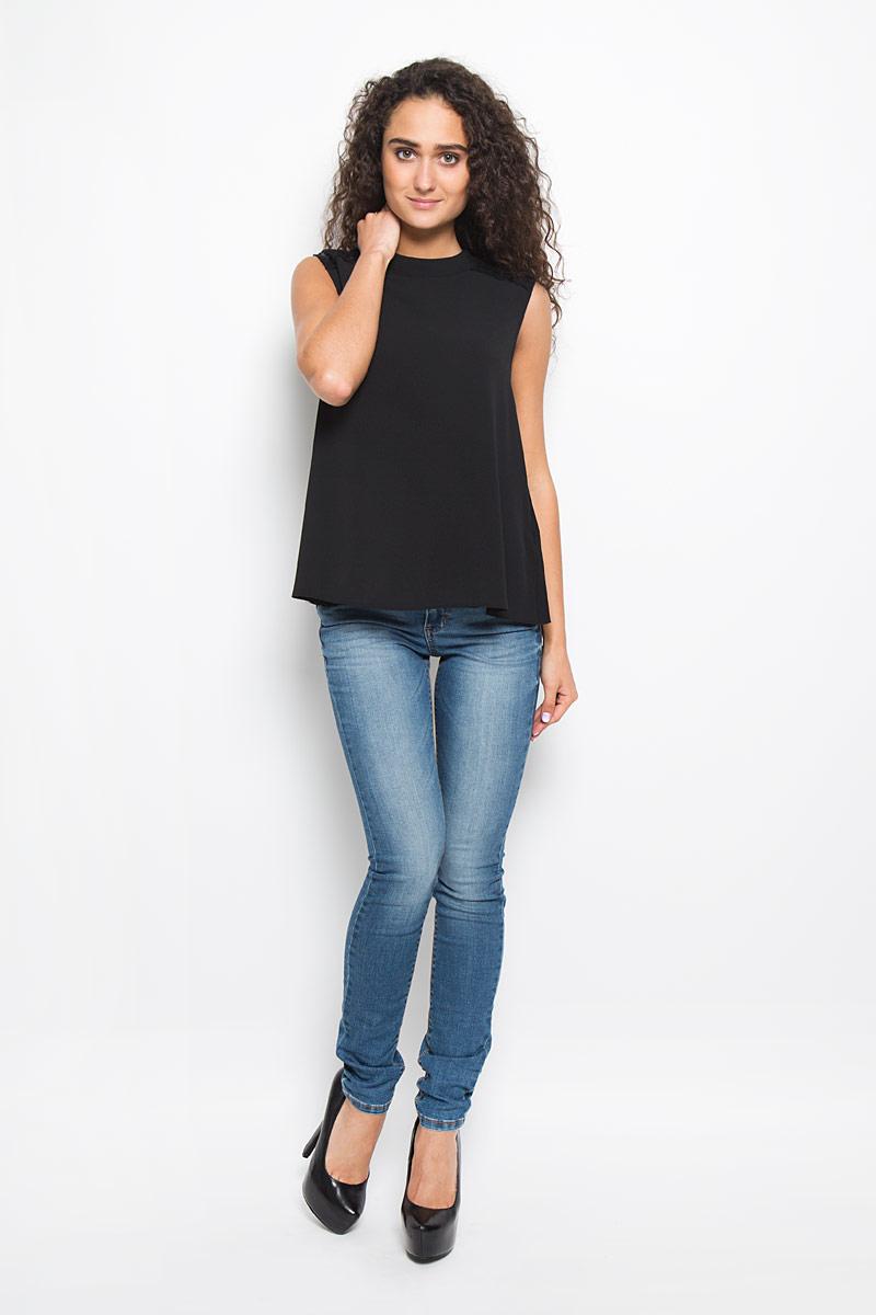 Блузка2032424.00.75_2999Легкая очаровательная женская блуза Tom Tailor, выполненная из полиэстера, подчеркнет ваш уникальный стиль и поможет создать оригинальный женственный образ. Модная блузка с воротником-горловиной выполнена в виде трапеции. Модель оформлена гипюровыми вставками на плечиках и дополнена стильными пуговицами-застежками на шее. Такая блузка будет дарить вам комфорт в течение всего дня и послужит замечательным дополнением к вашему гардеробу.