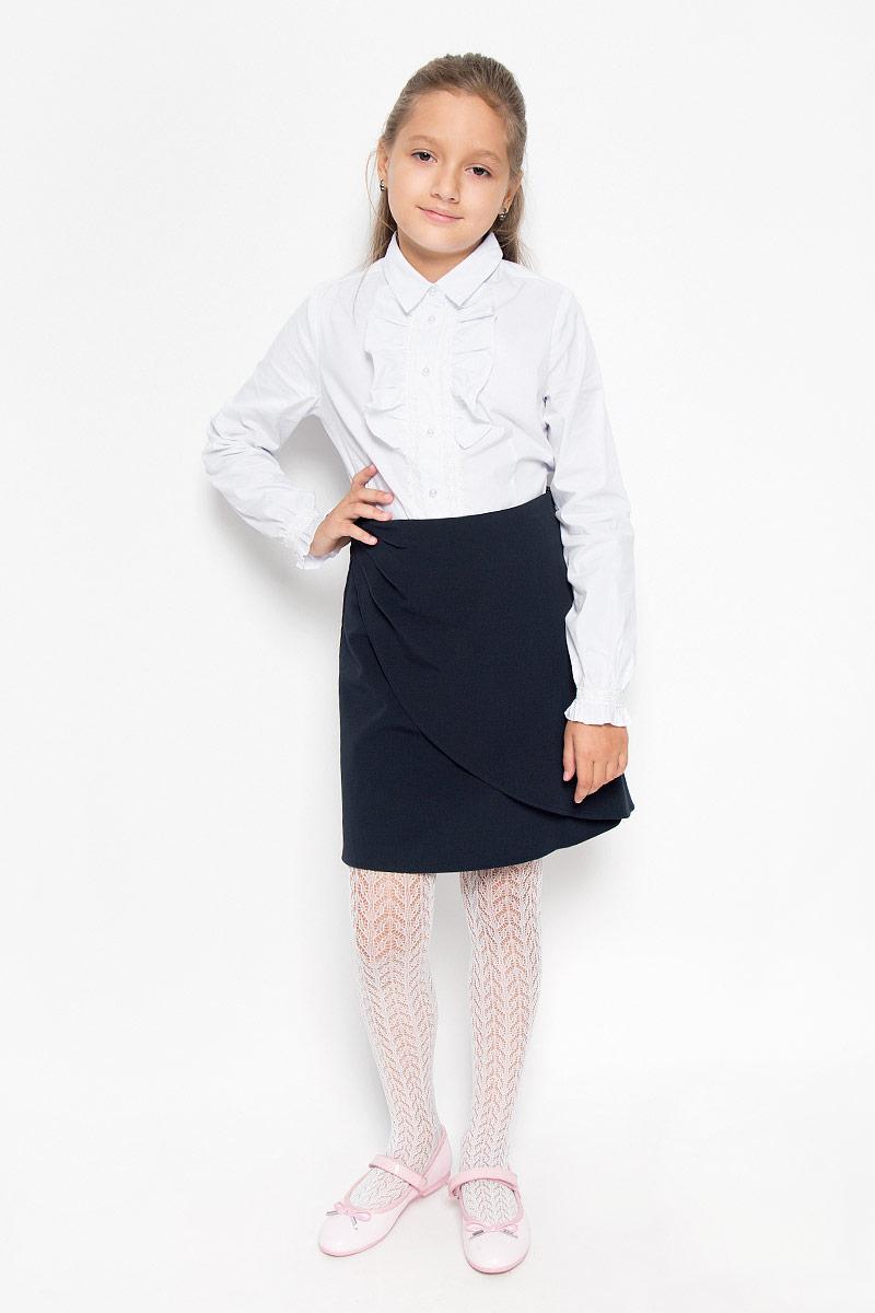 Юбка для девочки Nota Bene, цвет: темно-синий. CWA26004A. Рост 128CWA26004AСтильная юбка для девочки Nota Bene идеально подойдет для школы и повседневной носки. Изготовленная из высококачественного материала, она необычайно мягкая и приятная на ощупь, не сковывает движения и позволяет коже дышать, не раздражает даже самую нежную и чувствительную кожу ребенка, обеспечивая наибольший комфорт. Юбка с имитацией запаха застегивается сбоку на застежку-молнию. Размер модели в поясе регулируется вшитой резинкой. Классический фасон юбки традиционно является основой школьного гардероба девочки, создавая привычный образ скромной, серьезной, аккуратной ученицы.Такая юбка - незаменимая вещь для школьной формы, отлично сочетается с блузками и пиджаками.