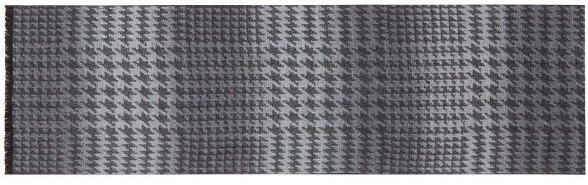 Шарф мужской Labbra, цвет: светло-серый, черный. LJG33-358. Размер 30 см х 180 смLJG33-358Мужской шарф Labbra, изготовленный из шерсти и вискозы, мягкий и приятный на ощупь. Изделие оформлено оригинальным принтом. По короткому краю модель оформлена бахромой.