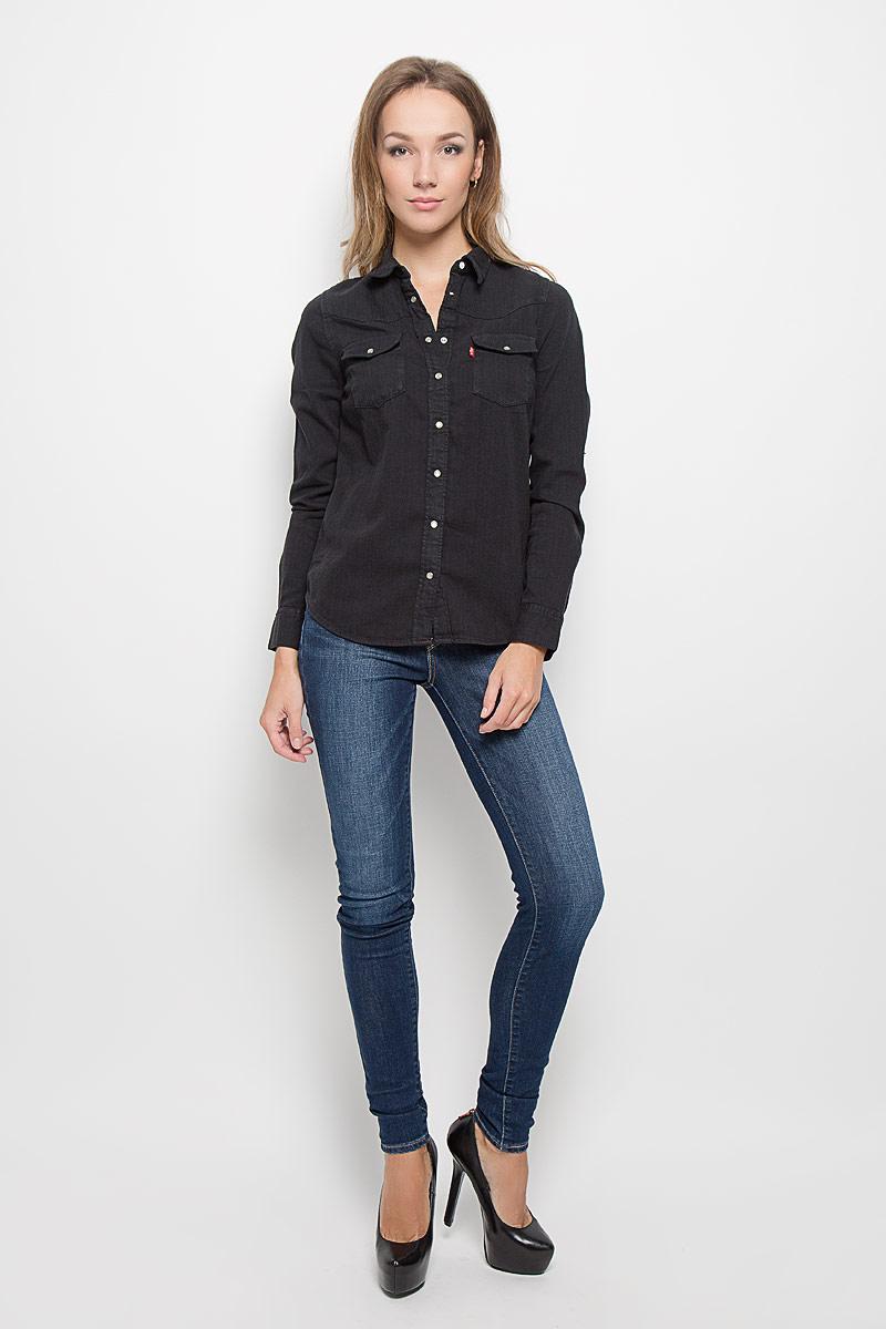 Рубашка2499600030Стильная женская рубашка Levis®, выполненная из натурального хлопка, очень мягкая, приятная на ощупь и позволяет коже дышать, тем самым обеспечивая наибольший комфорт при носке. Модель с отложным воротником застегивается на кнопки, сверху - на пуговицу. Длинные рукава рубашки дополнены манжетами на кнопках. На груди расположены два накладных кармана с клапанами на кнопках. Такая рубашка подчеркнет ваш вкус и поможет создать великолепный стильный образ.