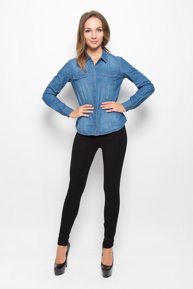 Рубашка женская Sela Casual, цвет: синий джинс. Bj-332/026-6414. Размер S (44)Bj-332/026-6414Женская рубашка Sela Casual, выполненная из натурального хлопка, идеально подойдет для повседневной носки. Материал изделия приятный на ощупь, не стесняет движений и позволяет коже дышать, обеспечивая комфорт. Рубашка с отложным воротником и длинными рукавами застегивается на пуговицы, скрытые за планкой. Модель имеет приталенный силуэт. На манжетах предусмотрены застежки-пуговицы. На груди расположены накладные карманы, которые закрываются с помощью клапанов с пуговицами. Рубашка оформлена прострочкой.Такая рубашка подчеркнет ваш вкус и поможет создать стильный образ!